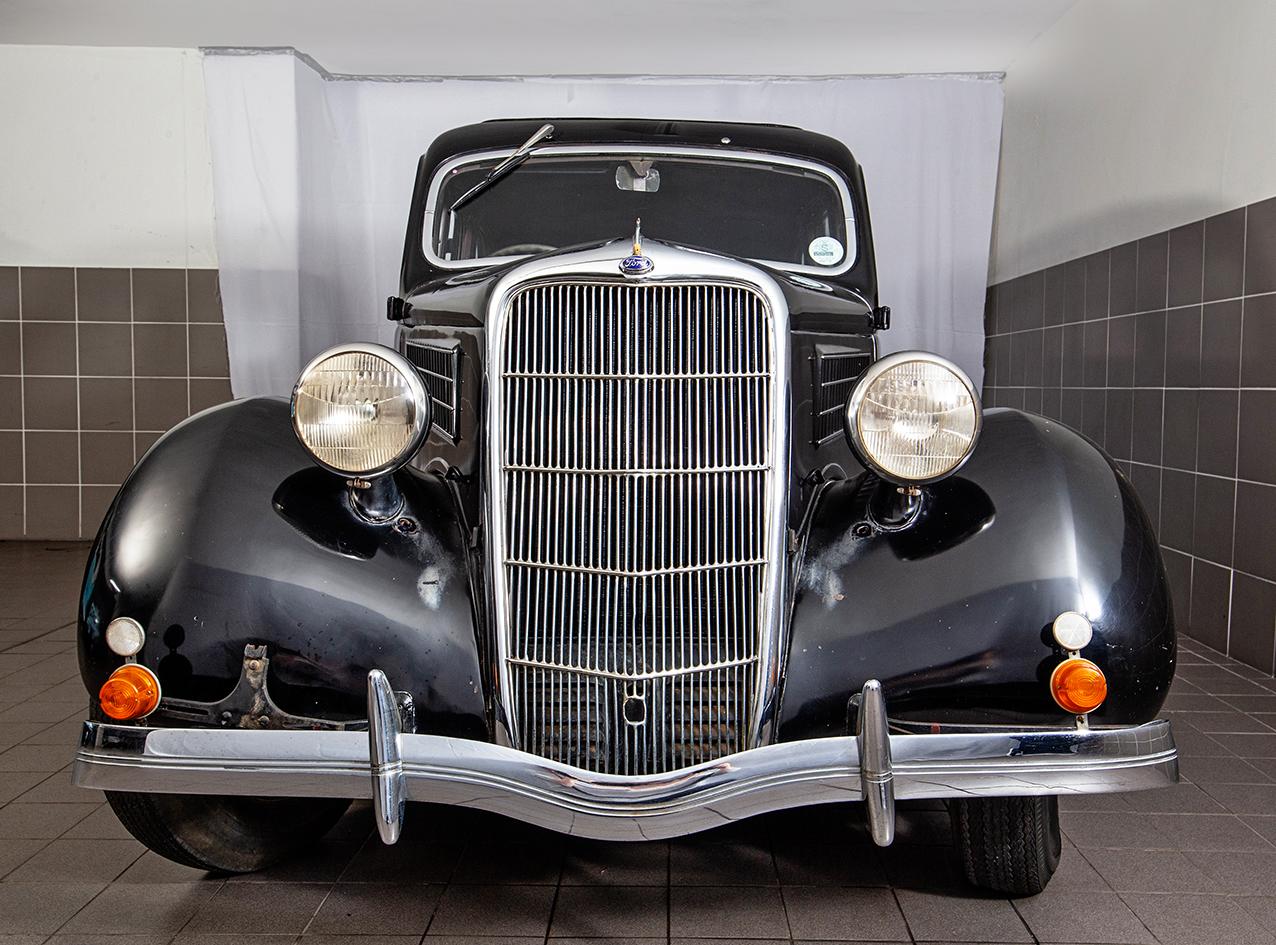 1935 FORD V8 SEDAN