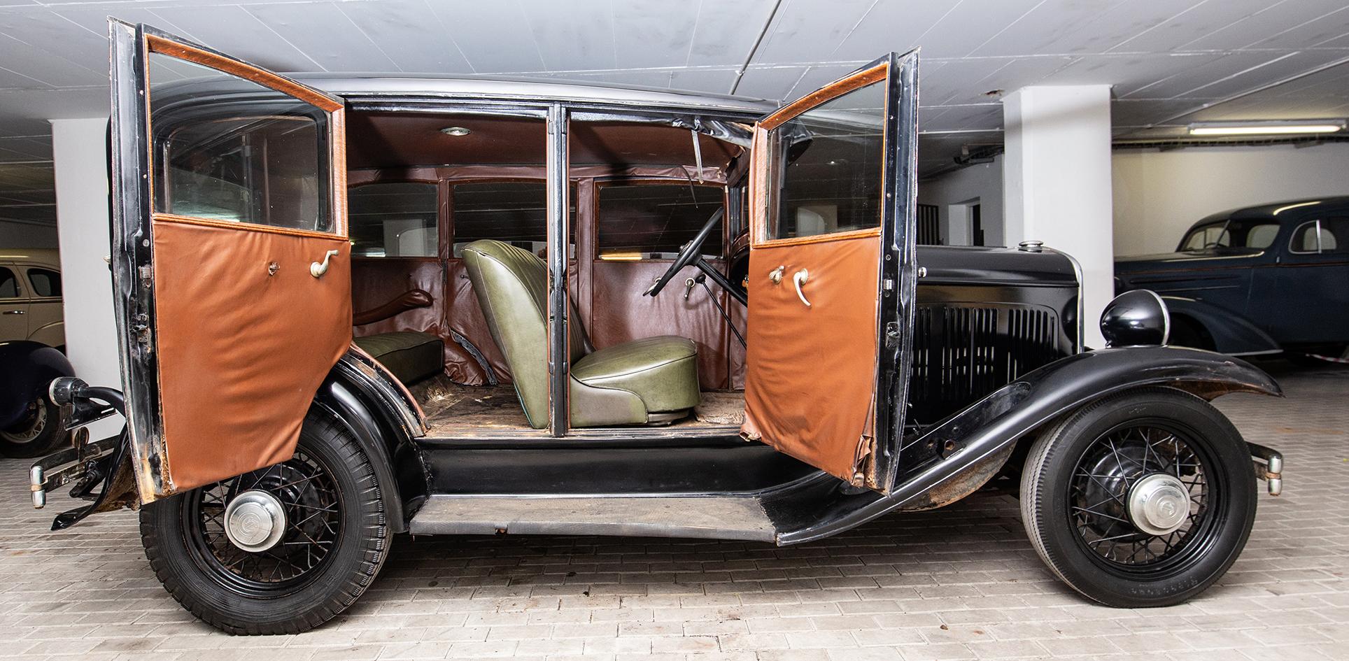 1930 Chrysler 6 – 4 Door Sedan